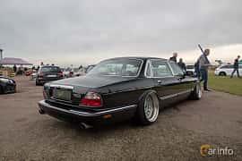 Back/Side of Daimler Super V8 LWB 4.0 V8 Automatic, 363ps, 1999 at Vallåkraträffen 2019