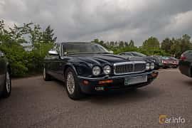 Front/Side  of Daimler Six LWB 4.0 Automatic, 241ps, 1996 at Joe's garage 2019´s stora Jaugurevent