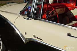 Close-up of Ford Fairlane Victoria 4.5 V8 Manual, 165ps, 1955 at Onsdagsträffar på Gammlia Umeå 2019 vecka 28
