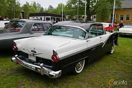 Bak/Sida av Ford Fairlane Fordor Victoria 5.1 V8 Automatic, 228ps, 1956 på Onsdagsträffar på Gammlia Umeå 2019 vecka 23