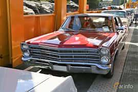 Fram/Sida av Ford LTD Sedan 4.7 V8 Automatic, 203ps, 1967 på Cruising Lysekil 2019