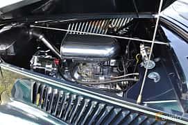 Motorutrymme av Ford Model 68 Cabriolet 3.6 V8 Manual, 86ps, 1936 på Power America Fest, Nossebro 2016