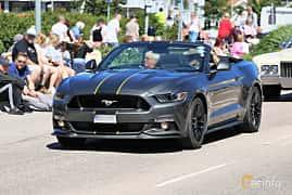 Fram/Sida av Ford Mustang GT Convertible 5.0 V8 SelectShift, 421ps, 2016 på Cruising Lysekil 2019