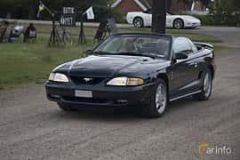 Front/Side  of Ford Mustang Convertible 4.6 V8 Automatic, 218ps, 1995 at Tisdagsträffarna Vikingatider v.25 / 2017