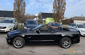 Side  of Ford Mustang GT Convertible 5.0 V8 Automatic, 426ps, 2014
