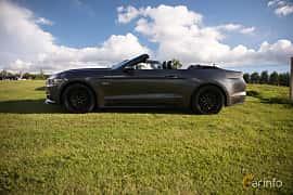 Sida av Ford Mustang GT Convertible 5.0 V8 SelectShift, 440ps, 2017 på Bil & Mc-café vid Tykarpsgrottan v.33 (2017)
