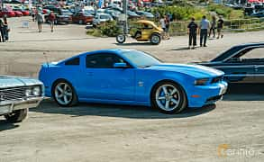 Front/Side  of Ford Mustang GT 4.6 V8 Automatic, 320ps, 2010 at Stockholm Vintage & Sports Car meet 2019