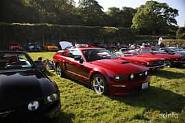 Fram/Sida av Ford Mustang GT 4.6 V8 304ps, 2005 på Tjolöholm Classic Motor 2018