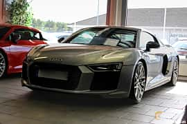 Front/Side of Audi R8 V10 plus 5.2 V10 FSI quattro S Tronic, 610ps, 2016