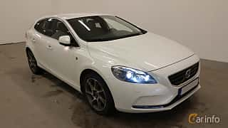 Front/Side  of Volvo V40 D2 Geartronic, 120ps, 2016