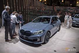 Fram/Sida av BMW M135i xDrive  Steptronic, 306ps, 2020 på IAA 2019