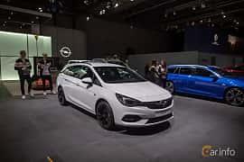 Fram/Sida av Opel Astra Sport Tourer 1.5 D Automatic, 122ps, 2020 på IAA 2019