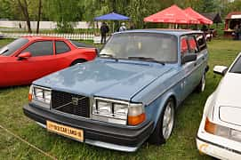 Front/Side  of Volvo 245 2.3 112ps, 1982 at Old Car Land no.1 2019