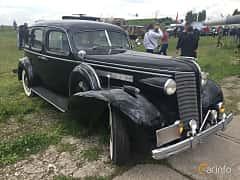 Front/Side  of Buick Roadmaster Sedan 5.2 Manual, 132ps, 1937 at Old Car Land no.1 2019