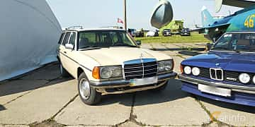 Front/Side  of Mercedes-Benz 230 TE  136ps, 1984 at Old Car Land no.1 2019