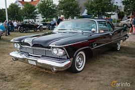 Front/Side  of Imperial Crown 2-door Southampton 6.4 V8 TorqueFlite, 349ps, 1958 at Veteranbilsträff i Vikens hamn Juli 2018