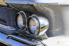 Närbild av Imperial Crown 4-door Southampton 6.8 V8 TorqueFlite, 345ps, 1962 på Uddevalla Veteranbilsmarknad Backamo, Ljungsk 2019