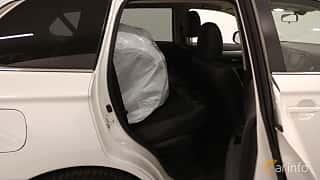Interior of Mitsubishi Outlander P-HEV 2.0 Hybrid 4WD CVT, 203ps, 2014