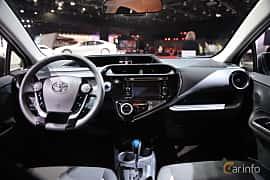 Interiör av Toyota Prius c 1.5 VVT-i ECVT, 101ps, 2018 på North American International Auto Show 2018