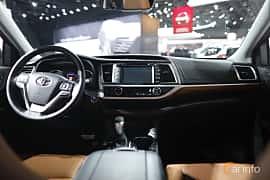 Interiör av Toyota Highlander 3.5 V6 Hybrid AWD ECVT, 310ps, 2018 på North American International Auto Show 2018