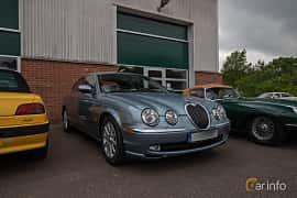 Front/Side  of Jaguar S-Type 3.0 V6 Automatic, 238ps, 2003 at Joe's garage 2019´s stora Jaugurevent