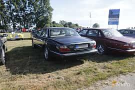Back/Side of Jaguar XJ 4.0 V8 Automatic, 284ps, 1999 at Tisdagsträffarna Vikingatider v.21 / 2018