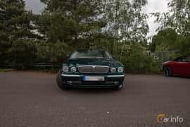 Front  of Jaguar XJ 4.2 V8 Automatic, 298ps, 2003 at Joe's garage 2019´s stora Jaugurevent