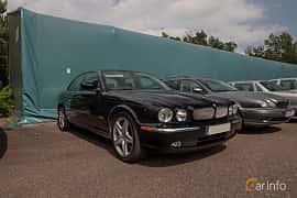 Front/Side  of Jaguar XJR 4.2 V8 S/C Automatic, 396ps, 2004 at Joe's garage 2019´s stora Jaugurevent