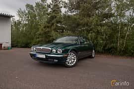 Front/Side  of Jaguar XJ 4.2 V8 Automatic, 298ps, 2003 at Joe's garage 2019´s stora Jaugurevent