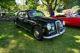 Front/Side  of Lancia Aurelia Berlina 2.3 V6 Manual, 87ps, 1955 at Sportbilsklassiker Stockamöllan 2019