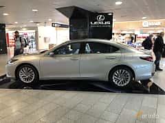 Side  of Lexus ES 300h 2.5 ECVT, 218ps, 2019