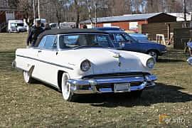 Fram/Sida av Lincoln Capri Convertible 5.2 V8 Automatic, 228ps, 1955 på Uddevalla Veteranbilsmarknad Backamo, Ljungsk 2019