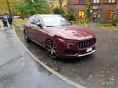 Front/Side  of Maserati Levante S 3.0 V6 Q4 Automatic, 430ps, 2017
