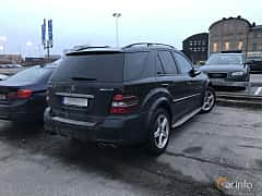 Bak/Sida av Mercedes-Benz ML 63 AMG 4MATIC 6.3 V8 4MATIC 7G-Tronic, 510ps, 2007