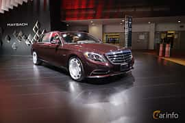 Fram/Sida av Mercedes-Benz Maybach S 500 4Matic 4.6 V8 4MATIC 7G-Tronic Plus, 455ps, 2017 på North American International Auto Show 2017