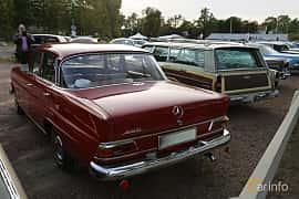 Back/Side of Mercedes-Benz 200  Manual, 95ps, 1966 at Kungälvs Kulturhistoriska Fordonsvänner  2019 Torsdag vecka 35