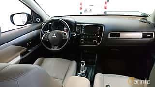 Interiör av Mitsubishi Outlander P-HEV 2.0 Hybrid 4WD CVT, 281ps, 2014