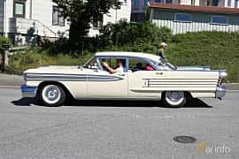 Sida av Oldsmobile Ninety-Eight Sedan 6.1 V8 Hydra-Matic, 316ps, 1958 på Cruising Lysekil 2019