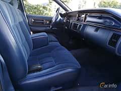 Interior of Oldsmobile Custom Cruiser 5.0 V8 Hydra-Matic, 173ps, 1991