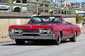 Fram/Sida av Oldsmobile Cutlass Supreme Convertible 5.4 V8 Automatic, 324ps, 1967 på Cruising Lysekil 2019