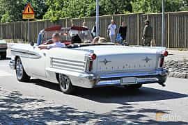 Bak/Sida av Oldsmobile Super 88 Convertible Coupé 6.1 V8 Hydra-Matic, 309ps, 1958 på Cruising Lysekil 2019