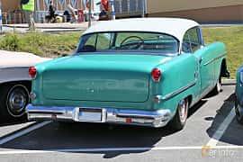 Bak/Sida av Oldsmobile Super 88 Holiday Coupé 5.3 V8 Hydra-Matic, 188ps, 1954 på Cruising Lysekil 2019