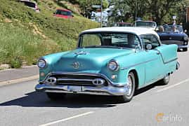 Fram/Sida av Oldsmobile Super 88 Holiday Coupé 5.3 V8 Hydra-Matic, 188ps, 1954 på Cruising Lysekil 2019