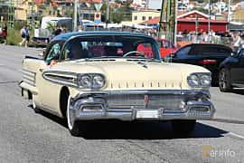 Fram/Sida av Oldsmobile Super 88 Holiday Coupé 6.1 V8 Hydra-Matic, 309ps, 1958 på Cruising Lysekil 2019