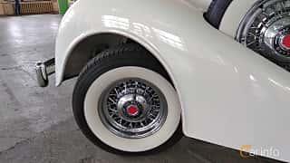Close-up of Packard Twelve 1508 Convertible Sedan 7.8 V12 Manual, 177ps, 1937 at Old Car Land no.2 2018