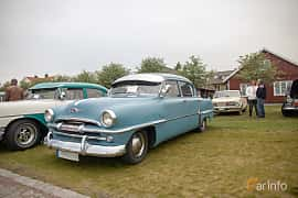 Front/Side  of Plymouth Savoy 4-door Sedan 3.6 Manual, 102ps, 1954 at Veteranbilsträff i Vikens hamn  2019 Maj
