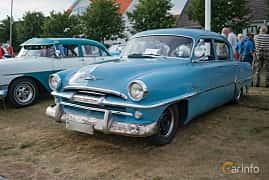 Front/Side of Plymouth Savoy 4-door Sedan 3.6 Manual, 102ps, 1954 at Veteranbilsträff i Vikens hamn Juli 2018