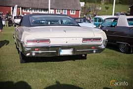Bak av Pontiac Catalina Coupé 6.4 V8 Hydra-Matic, 294ps, 1966 på Bil & Mc-café vid Tykarpsgrottan v.33 (2017)