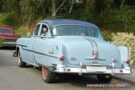 Back/Side of Pontiac Chieftain 4-door Sedan 4.4 Hydra-Matic, 120ps, 1953