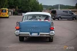 Bak av Pontiac Chieftain 4-door Sedan 5.7 V8 Hydra-Matic, 256ps, 1957 på Wheels & Wings 2018